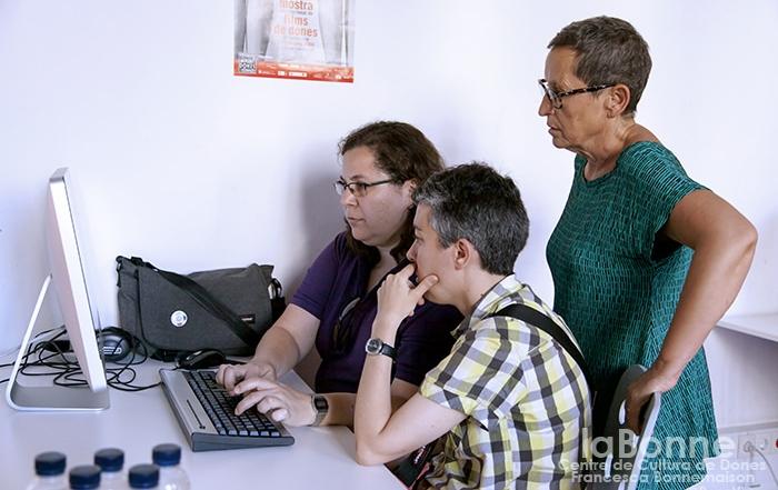 Wikilesbis: lesbianitzem la xarxa!